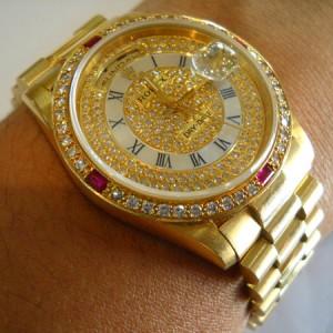 Laki-Laki Dilarang Memakai Perhiasan Emas