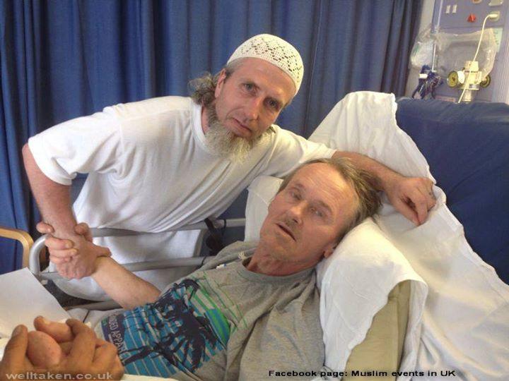 Peter Chatfield Terbaring Sakit Bersama Salah Seorang Penjenguk