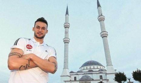 pesepak bola jerman masuk islam mualaf