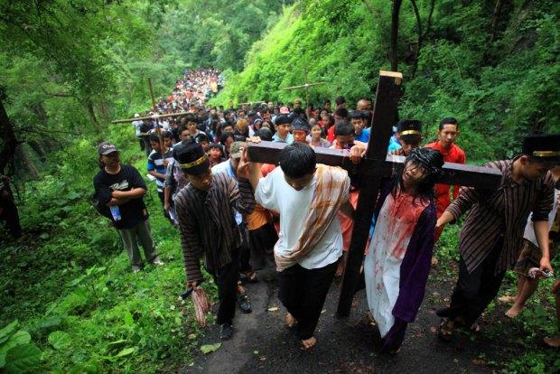 kristenisasi jalan-salib-gunung-gandul wonogiri