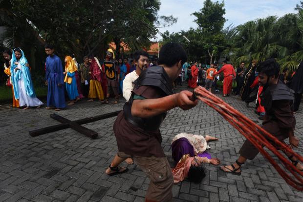 kristenisasi terselubung acara penyaliban-yesus Surabaya