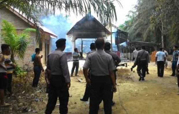 Aparat berjaga setelah kejadian pembakaran Gereja di Aceh Singkil