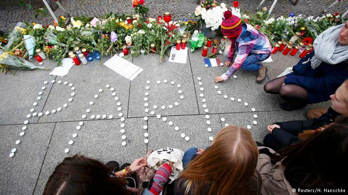 Pasca serangan Paris menuai banyak respon dari berbagai pihak yang tak jarang malah menyudutkan Islam