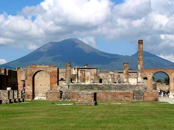 Pompeii_temple_of_jupiter
