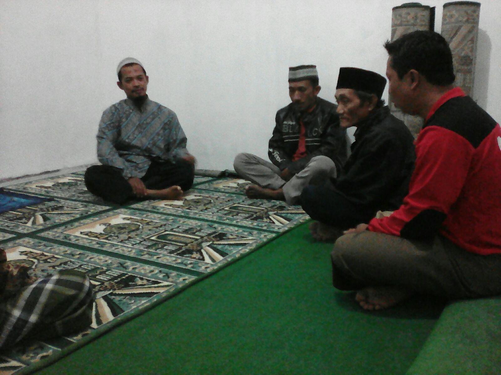 Jama'ah mushalla Baitul Ummah dalam salah satu kegiatan taklim pekanannya.