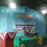 Ust.Aris Munandar selaku ketua DDII Jawa Tengah ketika menyampaikan ceramah.