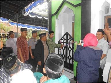 Acara seremonial potong pita dalam peresmian mushalla Baitul Ummah dusun Puyang.