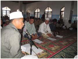 Prosesi ikrar syahadatain dibimbing oleh ust.Syaiful Sulaiman.