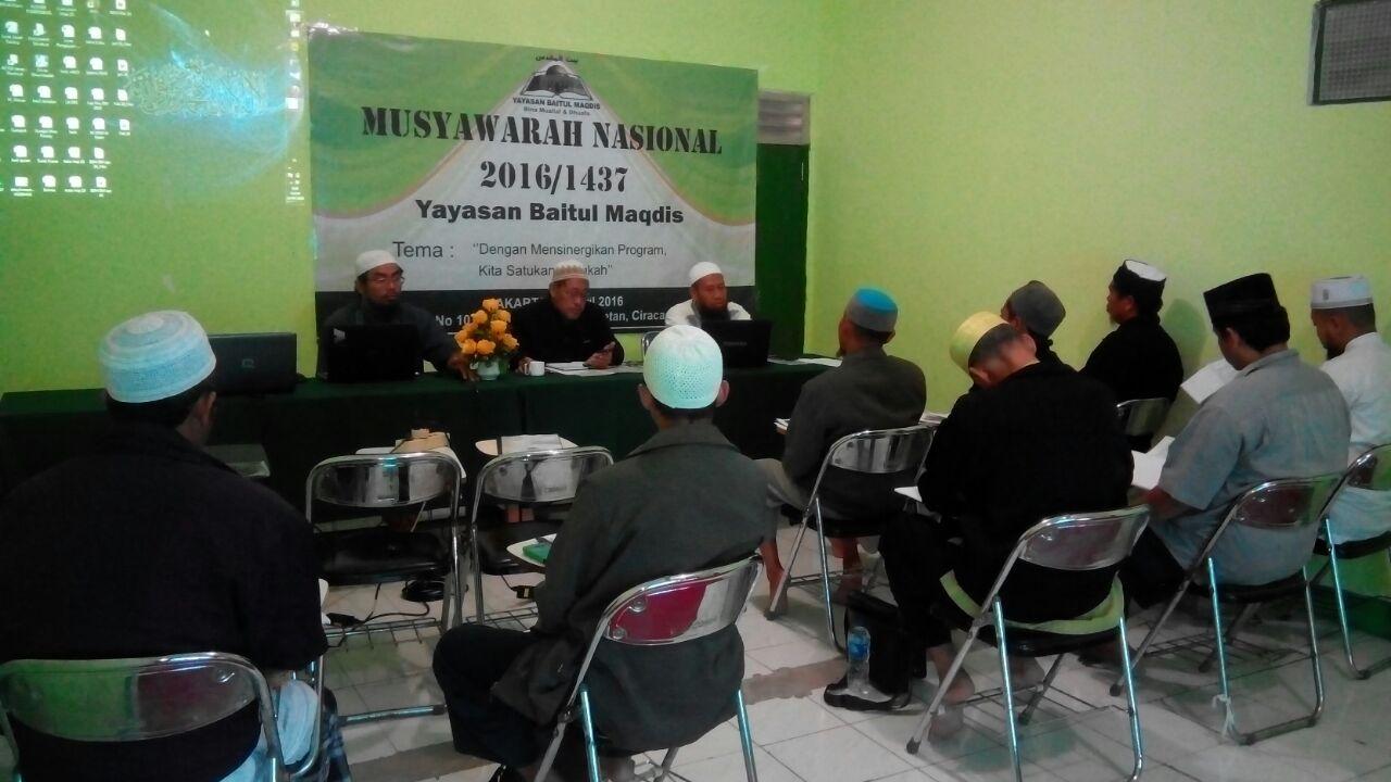 Para peserta menyimak arahan dari pengurus Yayasan Baitul Maqdis.