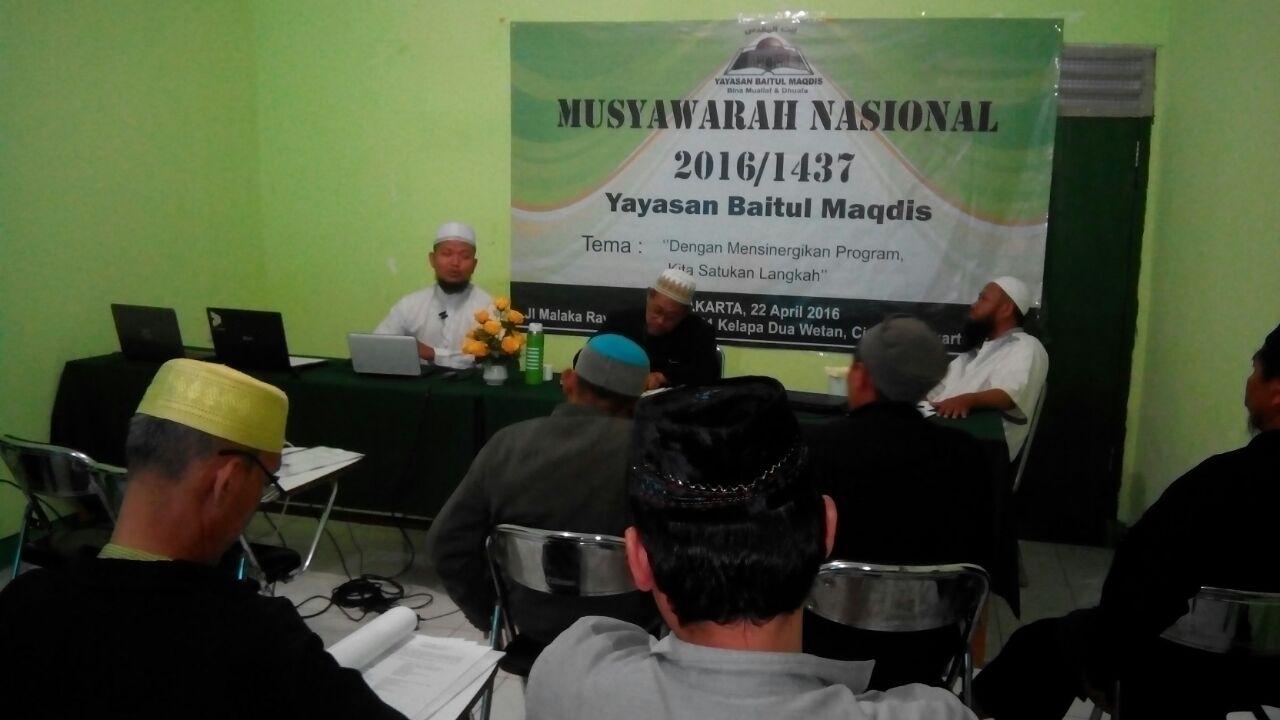 Salah satu peserta perwakilan Yayasan Baitul Maqdis Aceh sedang menyampaikan laporan.