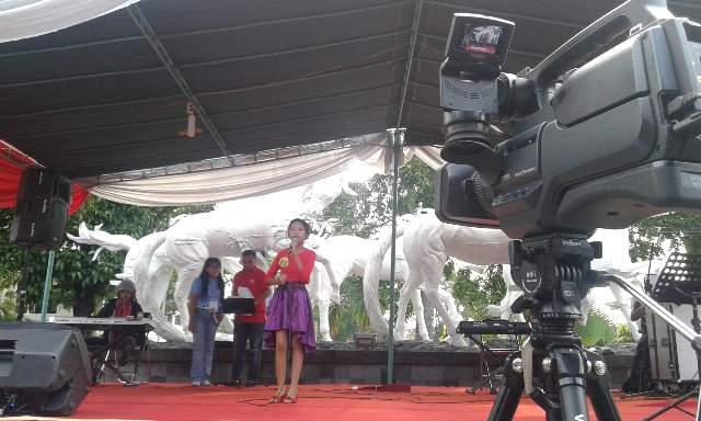 Salah satu rangkaian acara baksos Paskah di halaman gedung DPRD kota Salatiga.