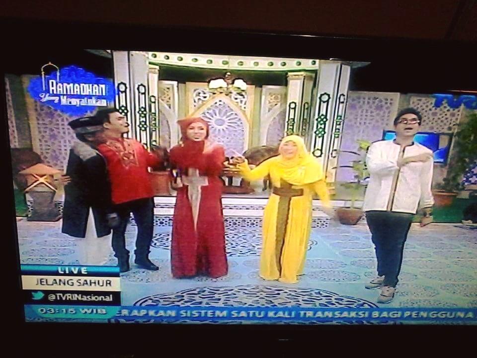 Gaun presenter wanita dalam salah satu tayangan sahur yang diduga berlambang salib akhirnya terbukti dan dijatuhi sanksi oleh KPI.