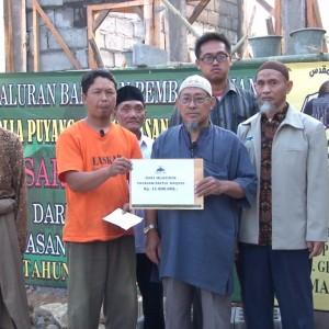 Penyerahan bantuan untuk pembangunan mushalla dusun Puyang lereng Merbabu.