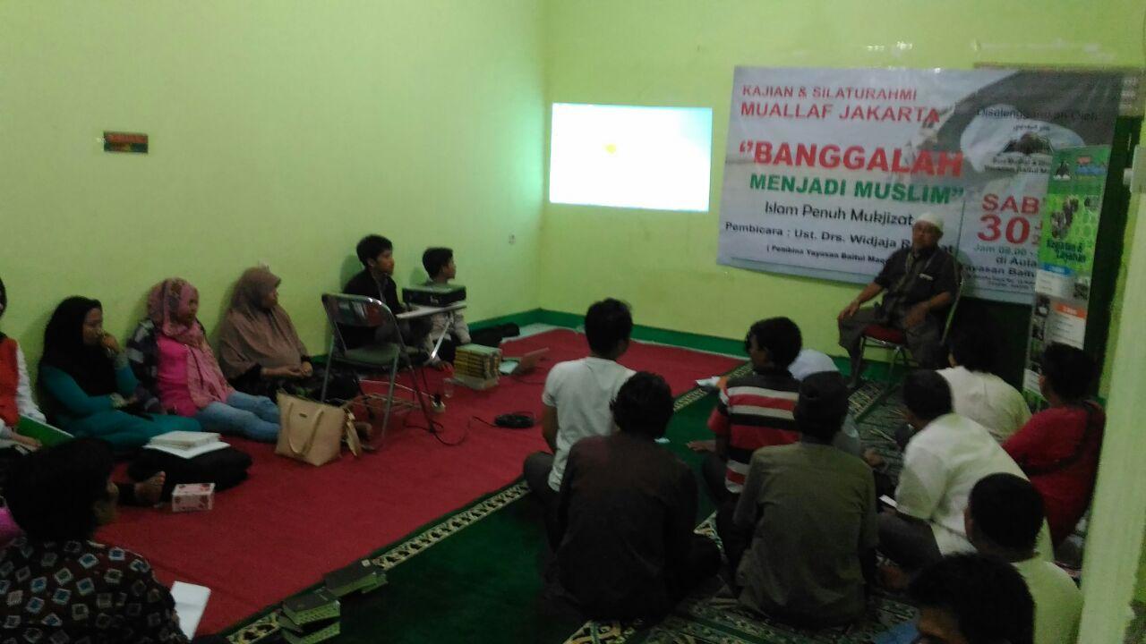 Sesi kajian bersama Drs.Widjaja Rahmat pembina YBM.