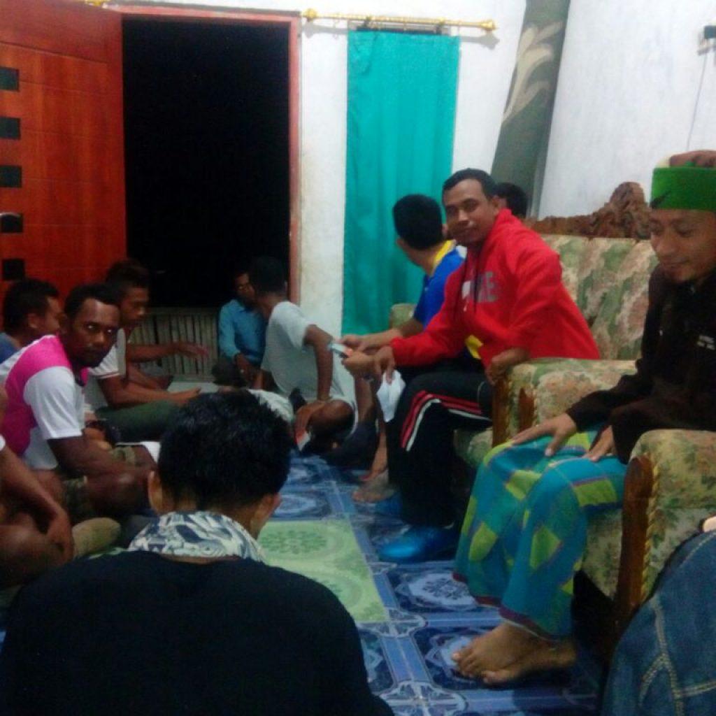 Perkumpulan dengan kepala desa NTT Sumba TImur