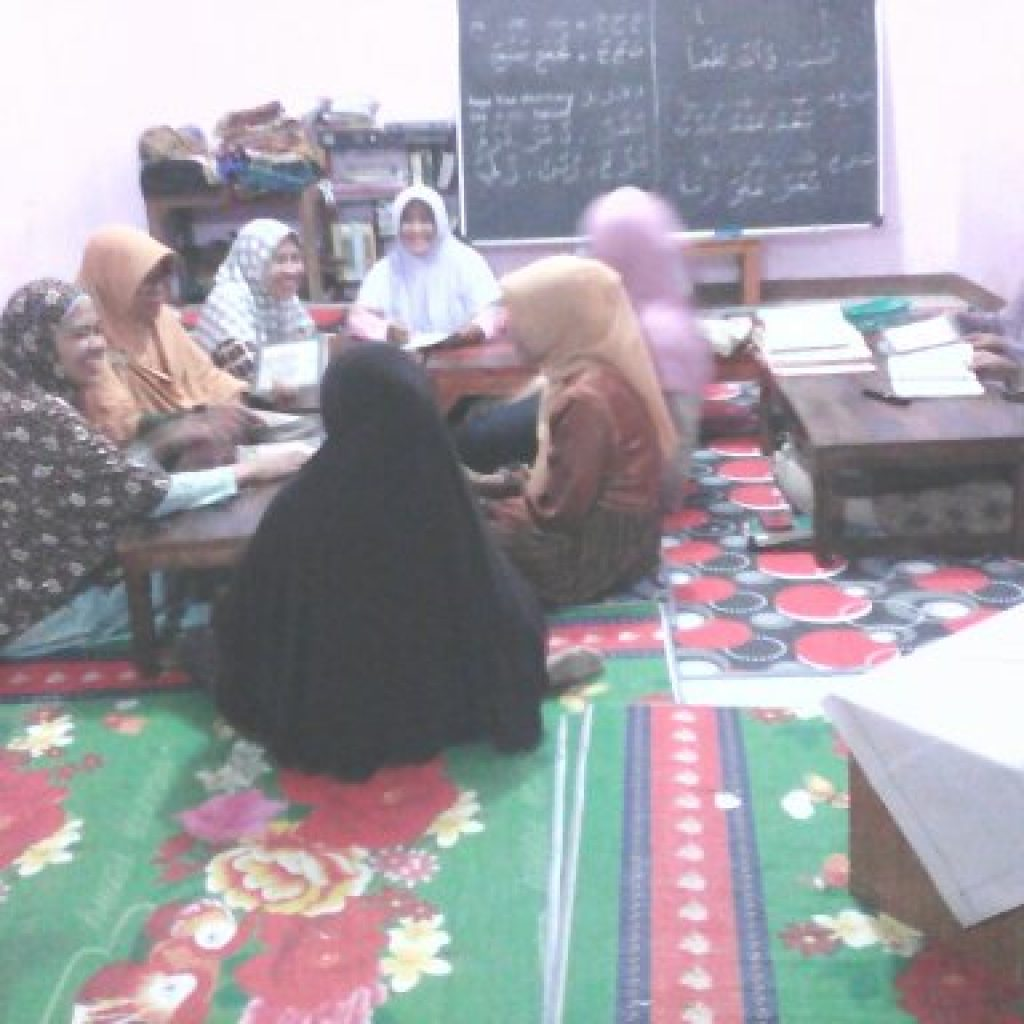 Pengajian rutin Remaja Putri