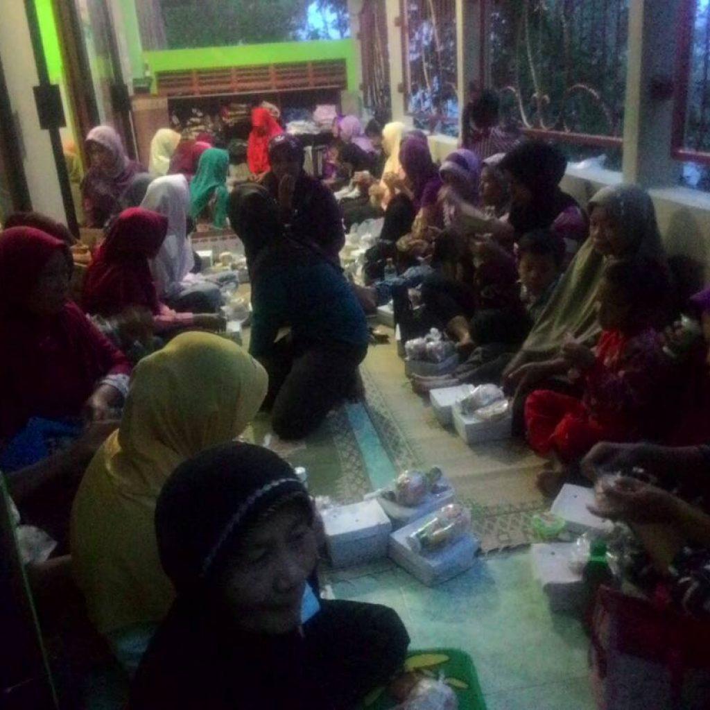 Suasanan berbuka Di masjid Tetangga desa
