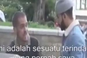 Video Testimoni Reaksi Non Muslim Saat Mendengarkan Bacaan Al-Qur'an