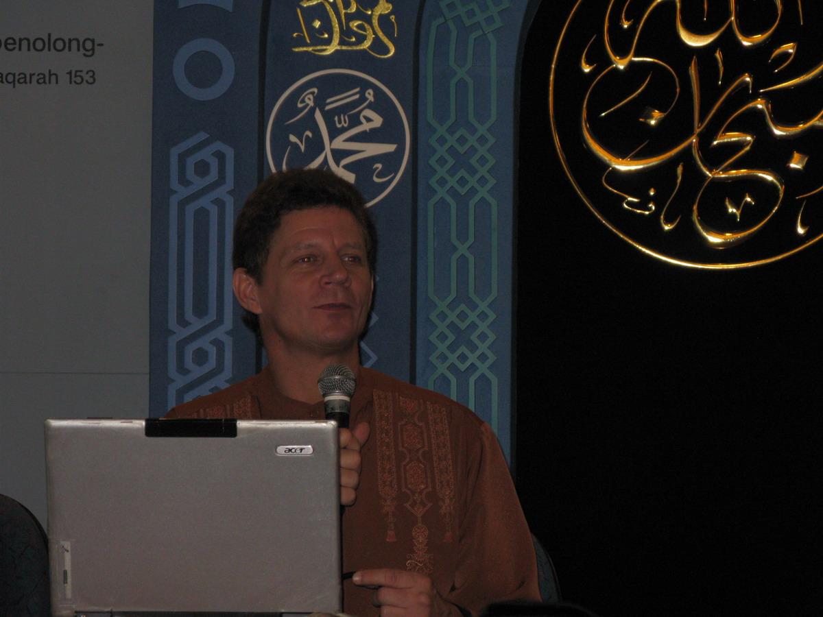 Jerry D Gray, Mantan Angkatan Udara Amerika, Yang Kini Menjadi Pembela Islam.