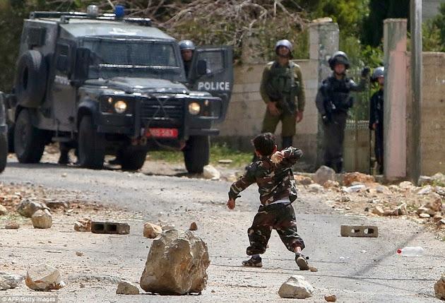 Aksi Heroik Balita Palestina Hadang Enam Tentara Israel Gegerkan Dunia