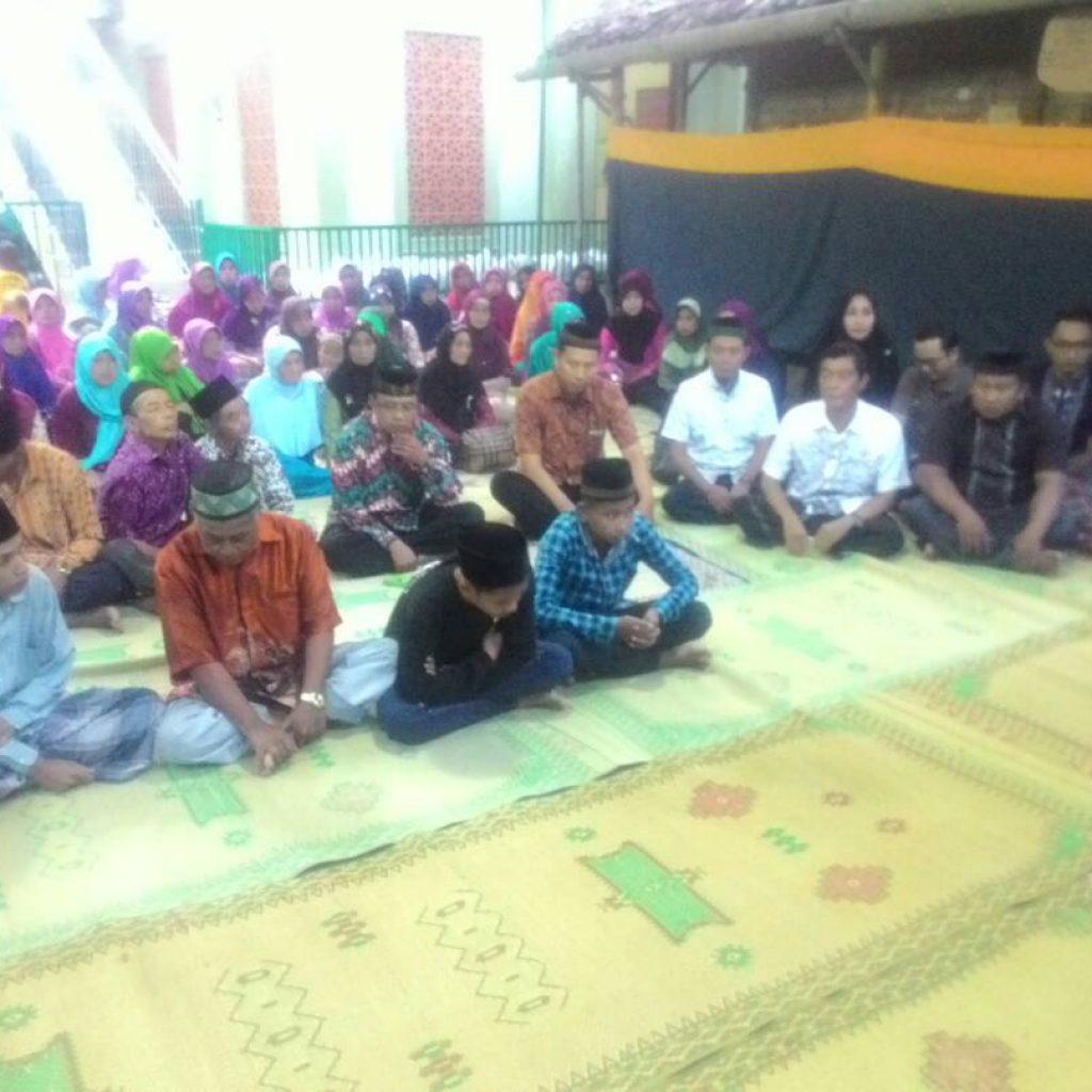 Suasana Kajian Sebelum Berbuka Puasa di Masjid At Taubah
