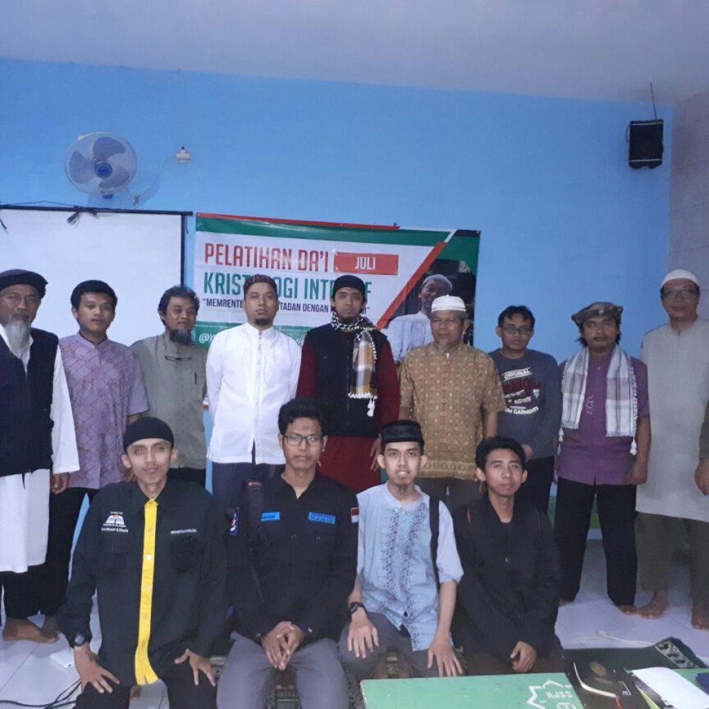 Foto bersama dengan para peserta kegiatan kristologi