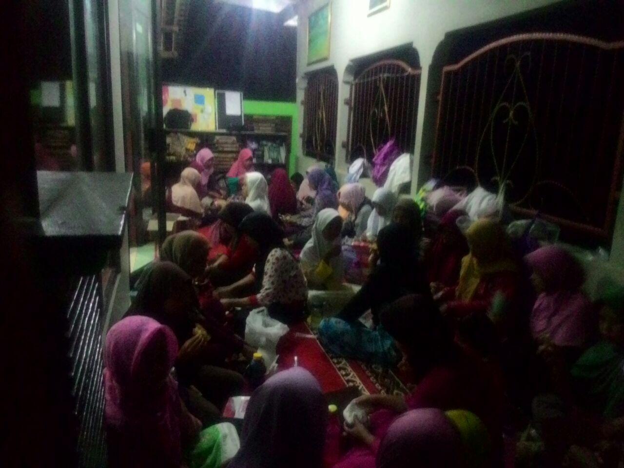 Semangat Muallaf Menoreh Untuk Tetap Memakmurkan Masjid