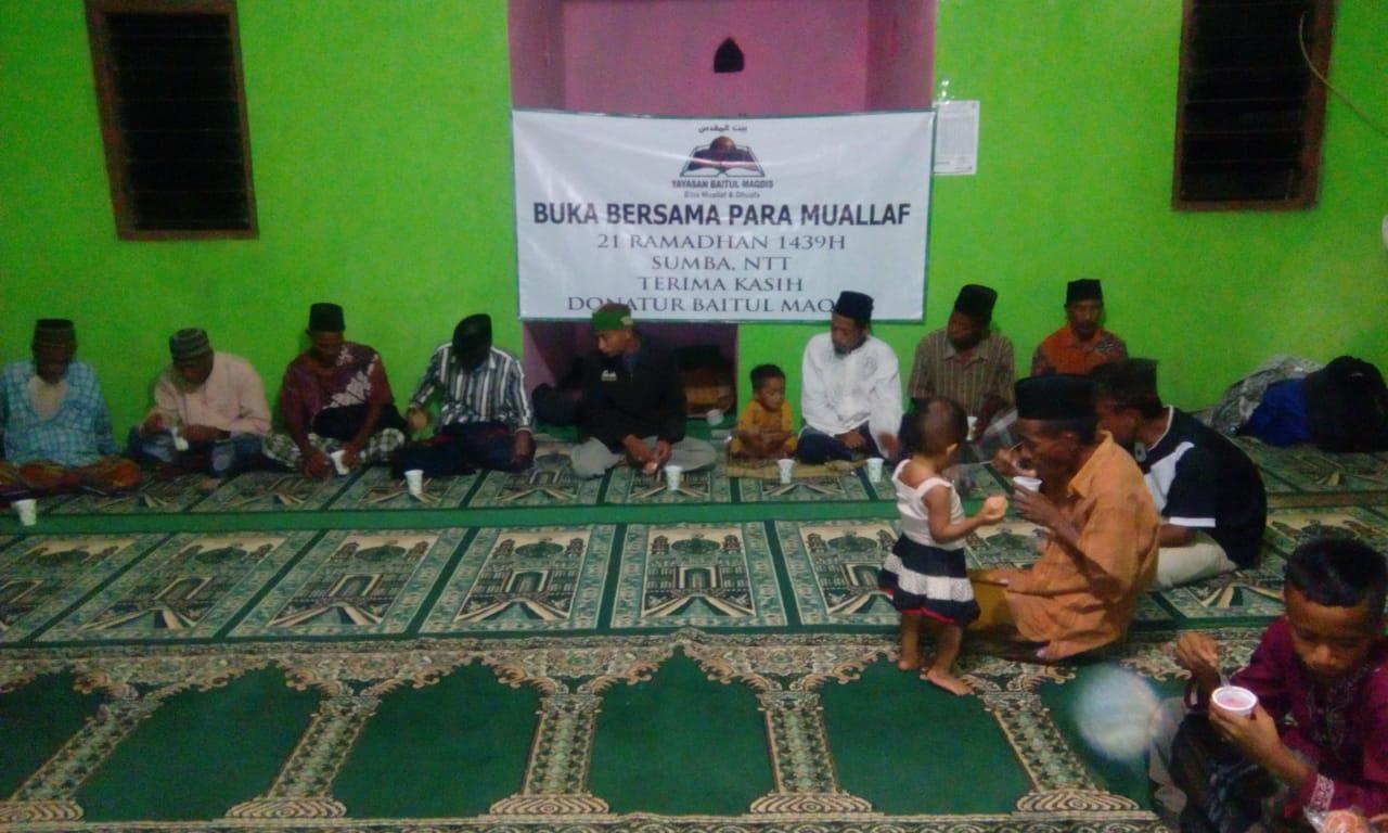 Bukber di Masjid Al muhajirin Watu Asa NTT Bersama Muallaf dan Ust. Syaiful S