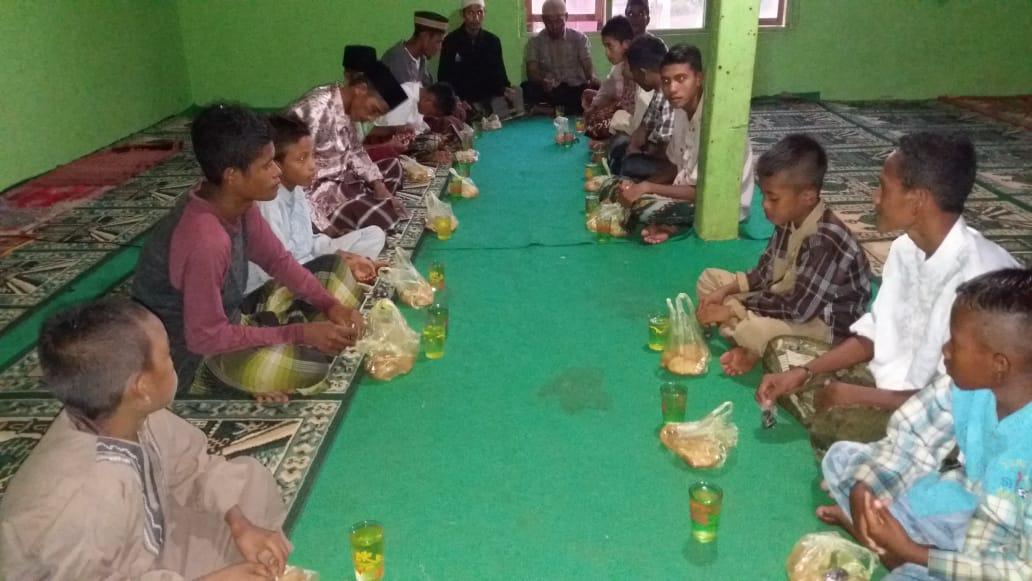Buka Bersama Muallaf dan Dhuafa di Musholah Njera Sumba Tengah NTT