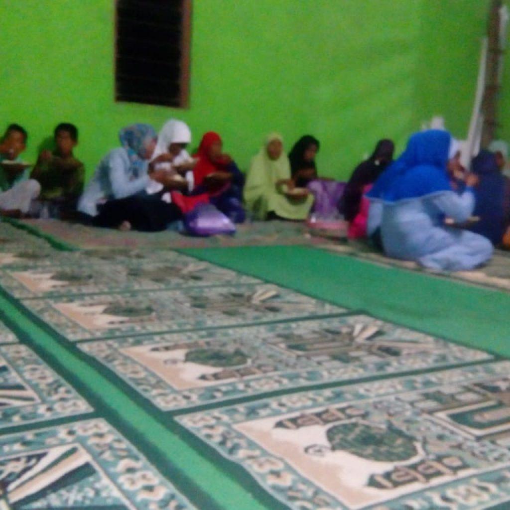 Bukber Di Musholah Al Hidayah Njera